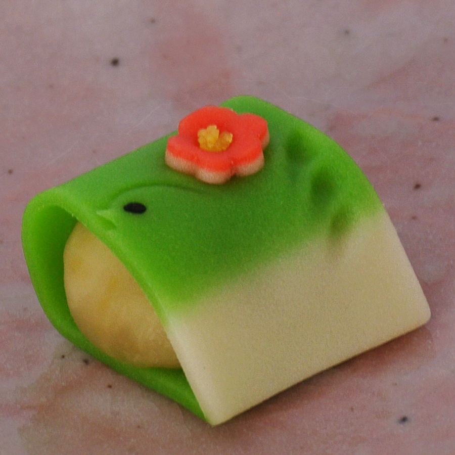 梅にうぐいす(煉切)
